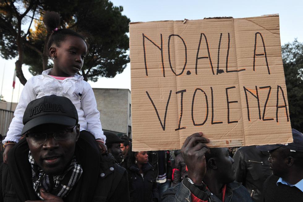 """""""Loro"""" sono contro la violenza"""