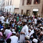 """Islamici """"moderati"""" occupano la strada e bloccano il traffico"""