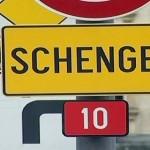 A causa degli accordi di Schengen i romeni possono liberamente circolare in Italia.