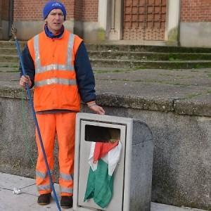 Bandiera italiana gettata tra i rifiuti, denunciati marocchini